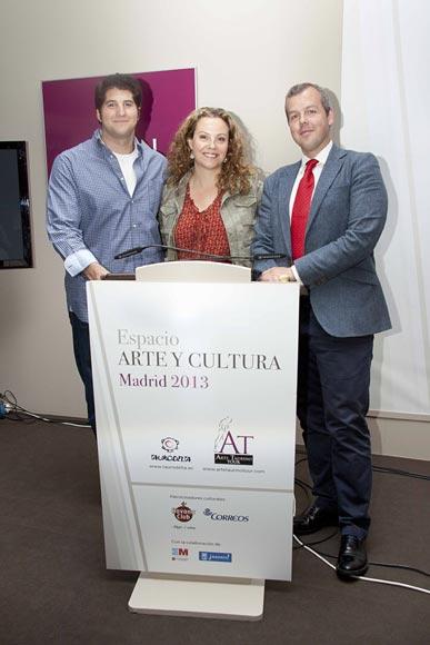 David Durán, a la derecha, con Julián Contreras y Vera Herrero, directora de la Fundación Yo niño. Primera subasta benéfica a favor de la Fundación Yo Niño. Madrid, 6 de Junio de 2013. Foto: Hola.com.