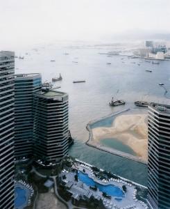 Andreas Gursky, Hong Kong port 1994, VEGAP, Madrid, 2012. Cortesía: Fundación Telefónica, 2013.