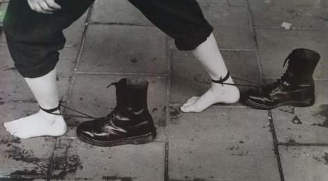 Mona Hatoun, Roadworks (Performance-Still), 1985-1995. Cortesía: Fundación Telefónica, 2013.