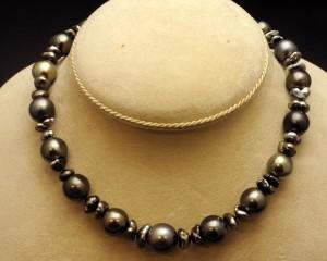 Subasta N.504 – Enero 2014. Collar de perlas Tahití (Lote n. 682). Foto: Durán Arte y Subastas.