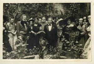 Fiesta romántica organizada en honor de Ramón Gómez de la Serna en 1949. Fotografía: Portillo. Cortesía: Museo del Romanticismo, Madrid. 2014.
