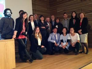 Foto de grupo de los representantes de las instituciones que forman parte de Entorno Conde Duque. Foto: Durán Arte y Subastas, 2014.