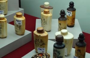 Snuff bottles: Lotes 514 a 546. Detalle de la exposición de lotes de la Subasta de Julio de 2014 (N. 511) en nuestra sala. Foto: Durán Arte y Subastas.