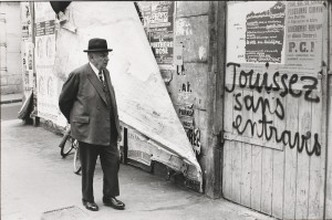Henri Cartier-Bresson, Rue Vaugirard, París, Francia, mayo 1968. Gelatina de plata, copia realizada en 1984. Colección Fundación Henri Cartier-Bresson, París. © Henri Cartier-Bresson/Magnum Photos, cortesía Fundación Henri Cartier-Bresson.