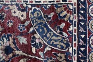 Subasta Septiembre 2014 (n.512): Alfombra iraní Kashan, lana (circa 1950-70). Realizada y firmada por el maestro artesano Ghafarán Gharbet. 737 x 366 cm. Salida: 12.000 €.