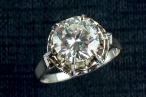 Subasta 518, Marzo 2015. Lote n. 738: Sortija oro blanco con diamantes. Foto: Durán Arte y Subastas.