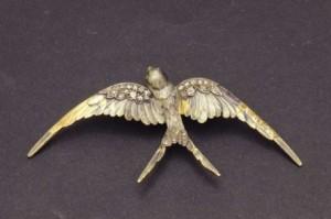 Subasta 519, Abril 2015. Lote n. 354: Broche Art Nouveau ave con diamantes. Foto: Durán Arte y Subastas.