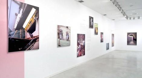 Vista de la exposición THE RANDOM SERIES. MIGUEL ÁNGEL TORNERO, Centro de arte Alcobendas, Madrid, 2015. Cortesía: Centro de Arte Alcobendas, 2015.