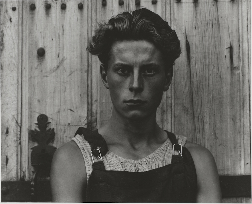 Paul Strand. Young Boy, Gondeville, Charente, France, 1951-1960. Fundación Mapfre, Madrid, 2015.
