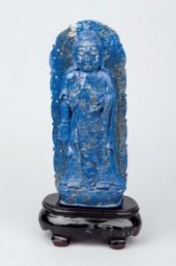 Lote 215, Subasta 521, Figura de Buda de lapislázuli en actitud meditativa, Junio 2015. Foto: Durán Arte y Subastas.
