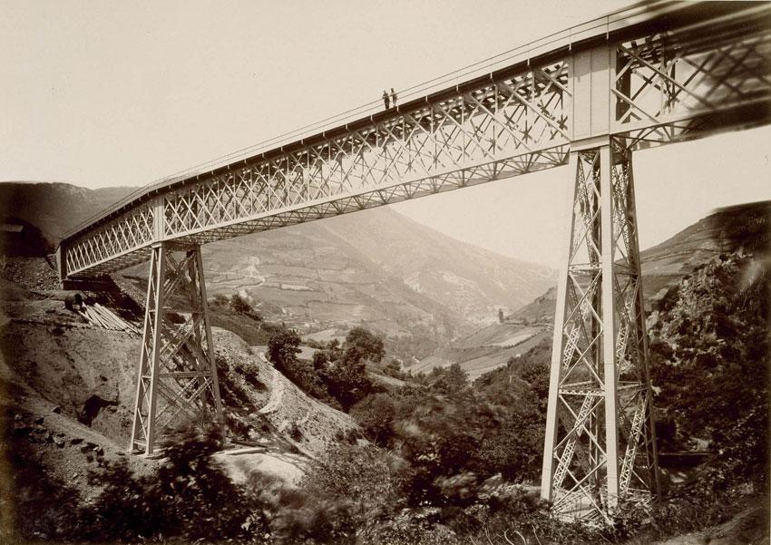 Inauguración de la línea de Asturias de Paul Sauvanaud, 1884. Mirar la arquitectura: fotografía monumental en el siglo XIX. BNE. Madrid, 2015.