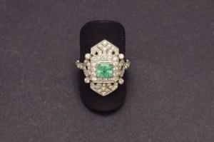 Subasta 522, Julio 2015. Lote n. 301: Sortija platino esmeralda y diamantes. Foto: Durán Arte y Subastas.