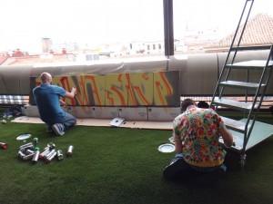 Pastron7 y Sfhir creando in situ en la XIV FeriaDEARTE. COAM, Madrid, 2015.