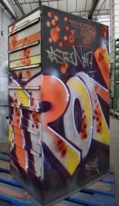 Muebles intervenidos por los artistas urbanos Pastron7 y Sfhir a la venta en la tienda online de Durán Arte y Subastas.