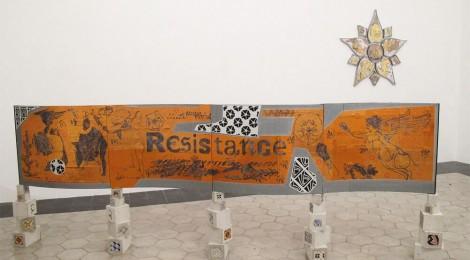 Gabriella Ciancimino. Imaginary Resistance, 2013. Aluminio, cemento, mayólica. 1,50 x 4 x 0,25 cm. Prometeo Gallery. Cortesía Summa Contemporary 2015.