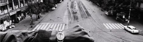 Josef Koudelka, (Mano y reloj de pulsera), 1968. Gelatina de plata, copia de 1990. © Josef Koudelka / Magnum Photos. Cortesía: Fundación Mapfre, Madrid, 2015,