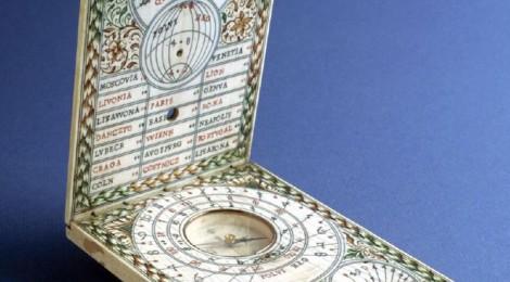 Reloj de sol díptico. Tomas Tucher, Alemania, h. 1620. Marfil. Inv. 2873. ©Museo Lázaro Galdiano. Cortesía: Museo Lázaro Galdiano. Madrid, 2016.