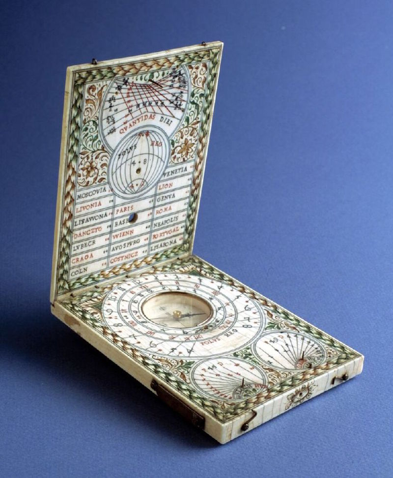 Reloj de sol díptico. Tomas Tucher, Alemania, h. 1620. Museo Lázaro Galdiano. Madrid, 2016.