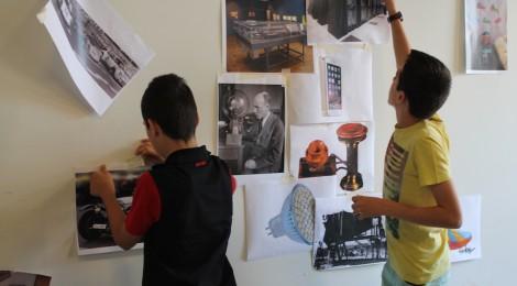 Imagen del taller de niños con Montserrat Soto. Exposición Sin Título. Espacio Fundación Telefónica. Madrid, 2016.