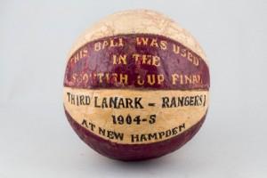 Lote 490, Subasta 533, Balón escocés cuero pintado, 1904. Junio 2016. Durán Arte y Subastas.