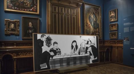 """Vista de la Sala 18 del Museo Lázaro Galdiano, con la obra """"The First Dinner"""" de Rosana Antolí © Tofiño. Cortesía: Museo Lázaro Galdiano, Madrid, 2016."""