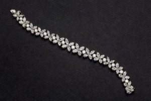 Lote 251, Subasta 535, Pulsera oro blanco con diamantes en forma de flor. Septiembre 2016. Durán Arte y Subastas.