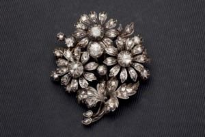 Lote 341, Subasta 536, Broche colgante oro, plata y diamantes. Octubre 2016. Durán Arte y Subastas.
