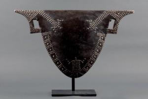 Lote 665, Subasta 536, Tambor Nedundu, cultura Mangbetu, República Democrática del Congo Septiembre 2016. Durán Arte y Subastas.