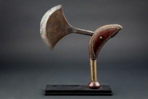 Lote 416, Subasta 537, Hacha ceremonial, República Popular Congo. Noviembre 2016. Durán Arte y Subastas.