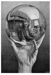 Escher, Madrid. Mano con esfera reflectante, 1935. Litografía. Cortesía: Arthemisia, Madrid, 2017.